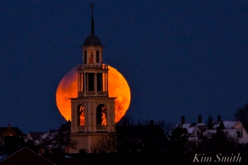 super-blue-blood-moon-over-gloucester-uu-church-january-31-2018-6-45-am-copyright-kim-smith